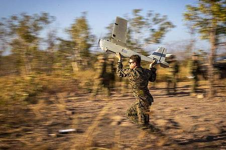 Die US-Marines arbeiten mit der australischen Armee zusammen, um die Feuerwehreinsätze mit Echtzeit-Video-Feeds vom RQ-20B Puma zu unterstützen. Foto: U.S. Marines/ZUMA Wire/dpa