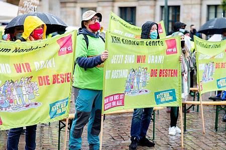 Im Tarifstreit versuchen die Beschäftigten im öffentlichen Dienst den Druck aufrecht zu erhalten. Foto: Hauke-Christian Dittrich/dpa