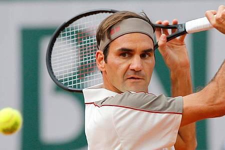 Roger Federer musste sich am Knie operieren lassen. Foto: Michel Euler/AP/dpa