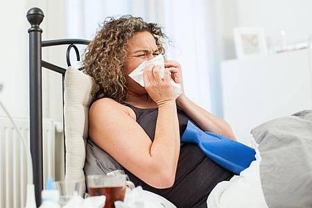 Wer im Urlaub erkrankt, bekommt die Tage bei seinem Arbeitgeber gutgeschrieben. Foto: Christin Klose/dpa-tmn