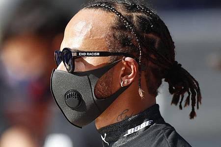 Lewis Hamilton will auf dem Nürburgring seinen 91. Sieg in der Formel 1 perfekt machen. Foto: Pavel Golovkin/Pool AP/dpa