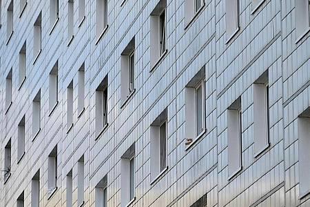 Mietern könnte in der Coronakrise schnell der Verlust der Wohnung drohen. Foto: Frank May/dpa