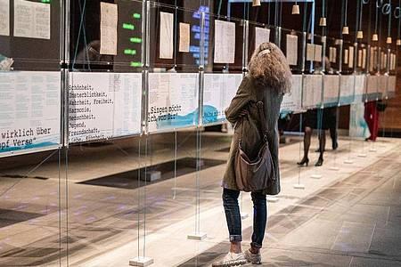 Das Literaturmuseum der Moderne zeigt die Ausstellung «Hölderlin, Celan und die Sprachen der Poesie». Foto: Christoph Schmidt/dpa