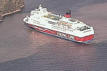 Luftaufnahme der havarierten Kreuzfahrtschiffs Amorella in den finnischen Schären. Foto: Merivartiosto - Border Guard/Merivartiosto/Lehtikuva/dpa