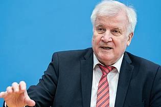 Plant nun doch höhere Hürden für die Umwandlung von Miet- in Eigentumswohnungen: undesbauminister Horst Seehofer. Foto: Bernd von Jutrczenka/dpa Pool/dpa