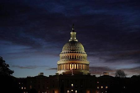Blick auf das Kapitol im Morgengrauen - das US-Repräsentantenhaus wird komplett gewählt, der Senat zu rund einem Drittel. Foto: J. Scott Applewhite/AP/dpa