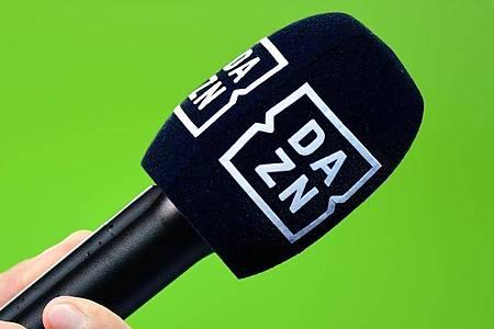 Der auf Live-Sport spezialisierte Medienanbieter DAZN hat unter der Absage von Sportveranstaltungen zu leiden. Foto: Soeren Stache/zb/dpa