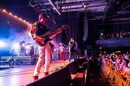 The Strokes gaben am Valentinstag ein Comeback-Konzert in Berlin. Foto: Christophe Gateau/dpa
