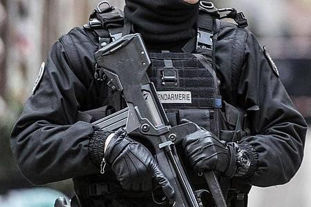 Die Anti-Terror-Spezialisten der französischen Staatsanwaltschaft haben die Ermittlungen übernommen. (Symbolbild). Foto: Jean Francois Badias/AP/dpa