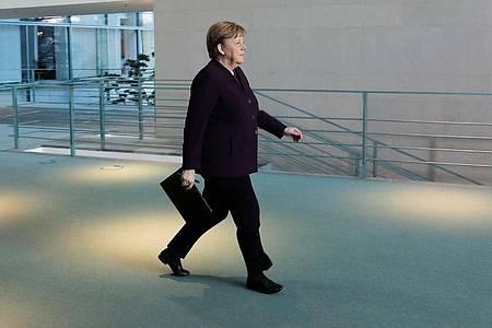 Bundeskanzlerin Angela Merkel (CDU) kehrt in das Kanzleramt zurück. Foto: Markus Schreiber/AP POOL/dpa