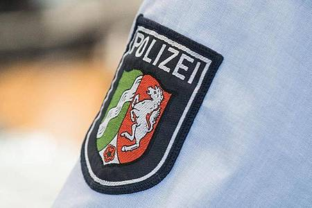 An fünf aufgedeckten rechtsextremen Chatgruppen in NRW sollen 29 Polizisten beteiligt gewesen sein. Foto: picture alliance / Marcel Kusch/dpa