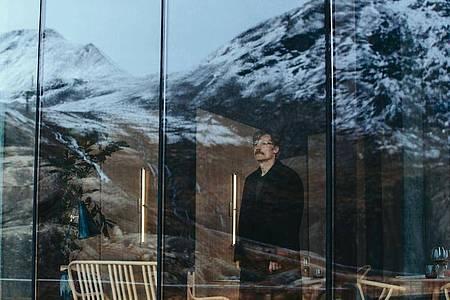 Max (Nikolaj Coster-Waldau)steht vor seiner letzten Reise. Foto: DCM/dpa