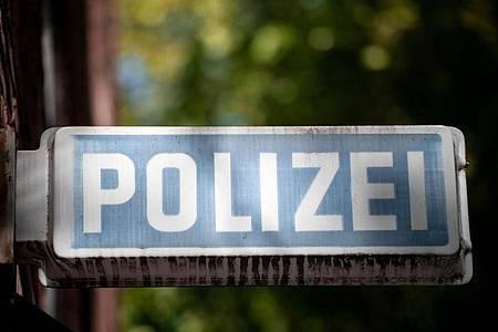 Bei einem Einsatz wegen einer Ruhestörung inGöttingen ist es zu einem Fall offenbar illegaler Polizeigewalt gekommen. (Symbolbild). Foto: Fabian Strauch/dpa