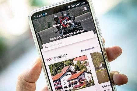 Die App Bikerbetten stellt Unterkünfte vor, die Motorradfahrern wohlgesonnen sind. Foto: Zacharie Scheurer/dpa-tmn