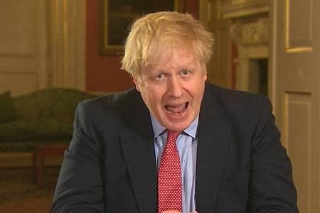 Boris Johnson wendet sich aus der Downing Street 10 mit einer Fernsehansprache an die Briten. Foto: Pa Video/PA Wire/dpa