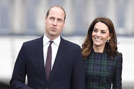 Prinz William und Kate, der Herzog und die Herzogin von Cambridge, zeigen ihre Unterstützung. Foto: Ian Rutherford/PA Wire/dpa