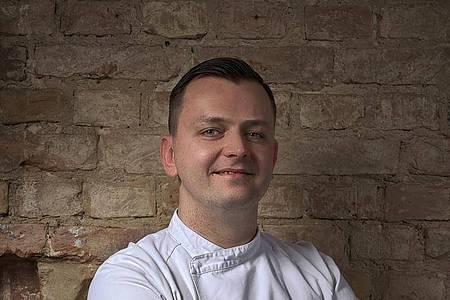Stefan Scharrschmidt ist Küchenchef im Restaurant «acht&dreißig» in Berlin. Foto: Ben Donath/dpa-tmn