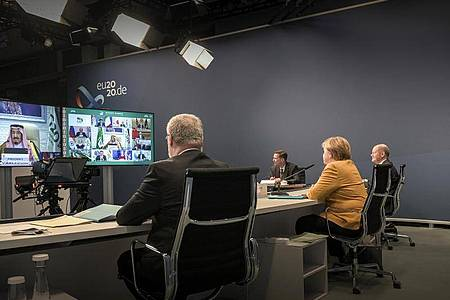 Kanzlerin Merkel und Finanzminister Olaf Scholz nehmen am virtuellen G20-Gipfel teil. Foto: Guido Bergmann/Bundesregierung/dpa