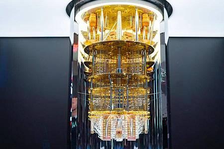 Ein IBM-Quantencomputer der Serie «Q System One». Die Fraunhofer Gesellschaft und der Computerkonzern IBM haben eine Vereinbarung unterschrieben, um die Forschung zu Quantencomputern in Deutschland voranzutreiben. Foto: IBM/dpa