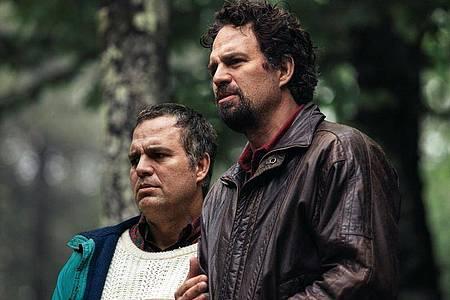Mark Ruffalo (r) hat eine Doppelrolle in «I Know This Much Is True» übernommen. Foto: Home Box Office/HBO/Sky Deutschland/dpa