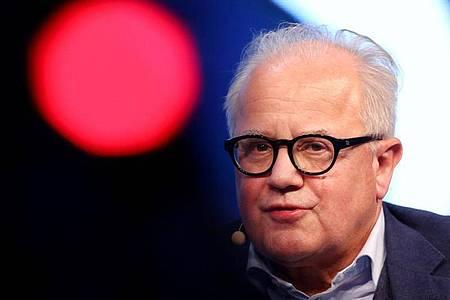Ist für eine Gehaltsobergrenze im Profifußball: DFB-Präsident Fritz Keller. Foto: Roland Weihrauch/dpa