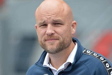 Der Mainzer Sportvorstand Rouven Schröder blickt in die Kamera. Foto: Timm Schamberger/dpa