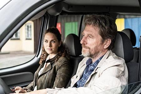 Irene Russmeyer (Fanny Krausz) und Hubert Mur (Michael Fitz) auf dem Weg zu Bruder Johannes. Foto: ZDF/Toni Muhr/dpa