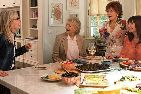 Diane (Diane Keaton, l-r), Sharon (Candice Bergen), Vivian (Jane Fonda) und Carol (Mary Steenburgen) verbindet eine langjährige Freundschaft. Foto: Paramount Pictures/ARD Degeto/dpa
