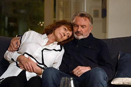 Abschied:die todkranke Lily (Susan Sarandon) und ihr Mann Paul ( Sam Neill). Foto: LEONINE Distribution GmbH/dpa