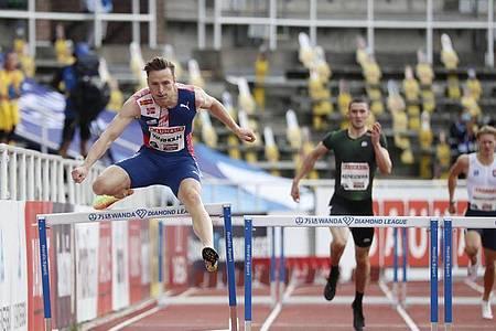 Karsten Warholm (l) hat seinen Europarekord über 400 Meter Hürden verbessert. Foto: Christine Olsson/TT NEWS AGENCY/dpa