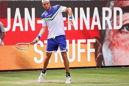Jan-Lennard Struff hat sein Auftaktmatch in Berlin knapp gegen Robert Bautista Agut verloren. Foto: Andreas Gora/dpa