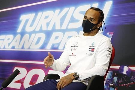 Lewis Hamilton war von der rutschigen Strecke in Istanbul überrascht. Foto: Antonin Vincent/POOL DPPI/AP/dpa