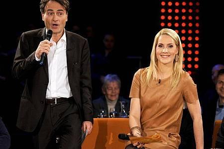 Die Moderatorin Judith Rakers und ihr Kollege Giovanni di Lorenzo in der Radio-Bremen-Talkshow «3 nach 9». Foto: picture alliance / dpa