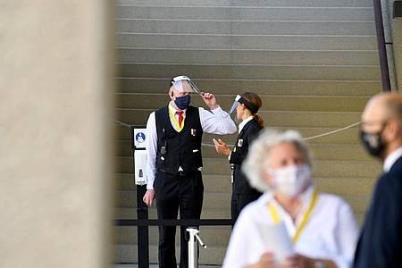 Strenge Hygiene-Auflagen bei den Salzburger Festspielen. Foto: Barbara Gindl/APA/dpa