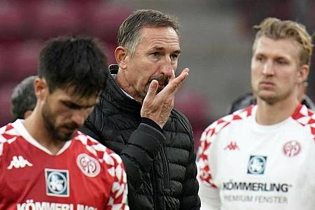 Der Mainzer Trainer Achim Beierlorzer muss möglicherweise um seinen Job bangen. Foto: Thomas Frey/dpa