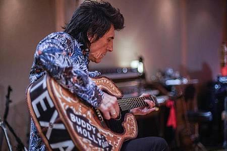 Ronnie Wood ist ein freundlicher, kreativer, wohl auch oft allzu sorgloser Mensch. Foto: Andy Muggleton/Eagle Rock Films/Piece of Magic Entertainment/dpa