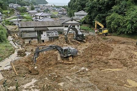 Heftige Regenfälle haben schwere Überflutungen und Erdrutsche im Südwesten Japans ausgelöst. Foto: kyodo/dpa