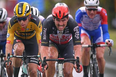 Der Deutsche John Degenkolb (M) von Lotto Soudal in Aktion. Foto: Pool Getty Images/BELGA/dpa