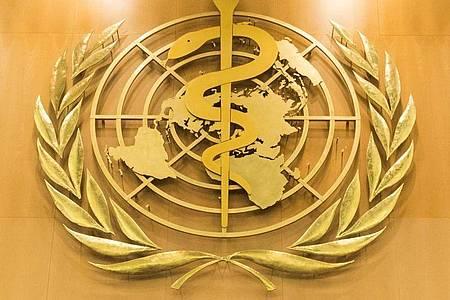 Das Logo der Weltgesundheitsorganisation im europäischen Hauptquartier der Vereinten Nationen in Genf. Foto: Peter Klaunzer/KEYSTONE/dpa