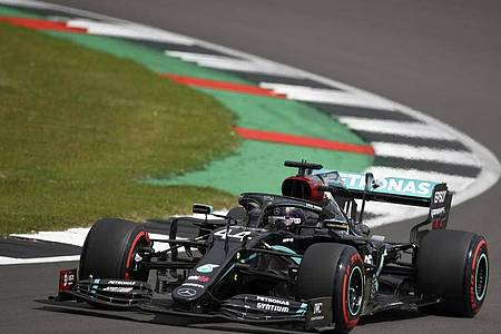 Lewis Hamilton stellte einen neuen Streckenrekord in Silverstone auf. Foto: Bryn Lennon/Pool`Getty/ AP/dpa