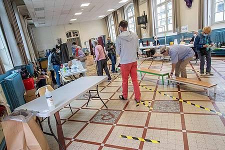 Ein Wahllokal in Paris. In Frankreich hat die Endrunde der Kommunalwahlen begonnen. Foto: Aurelien Morissard/XinHua/dpa