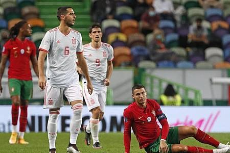 Spanien spielte gegen die von Cristiano Ronaldo angeführten Portugiesen nur Unentschieden. Foto: Armando Franca/AP/dpa