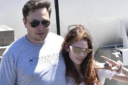 Elon Musk und die Sängerin Grimes 2018 in Kalifornien. Foto: Gene Blevins/ZUMA Wire/dpa