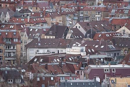 Blick auf die Stuttgarter Innenstadt: Für die Kommunen ist die Grundsteuer eine der wichtigsten Einnahmequellen. Im vergangenen Jahr kamen rund 14 Milliarden Euro zusammen. Foto: Marijan Murat/dpa