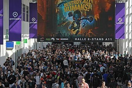 Messebesucher der Computerspiel-Messe «Gamescom» in Köln - noch vor Corona. Foto: Oliver Berg/dpa/Archivbild