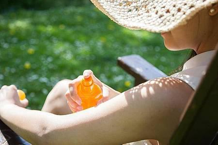 Gerade im Frühjahr braucht die Haut besonderen Schutz vor der Sonne. Foto: Christin Klose/dpa-tmn
