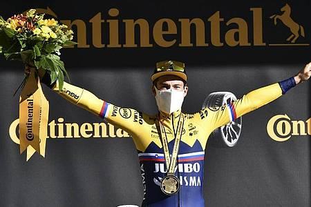 Primoz Roglic feierte seinen ersten Etappensieg bei der 107. Frankreich-Rundfahrt. Foto: Anne-Christine Poujoulat/AFP Pool/AP/dpa