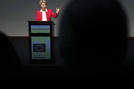 Ursula von der Leyen, Präsidentin der Europäischen Kommission, hält in der Champalimaud-Stifung eine Rede über den EU-Plan gegen die Corona-Wirtschaftskrise. Foto: Pedro Rocha/AP/dpa