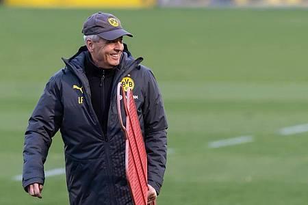 Ist mit Borussia Dortmund gegen Zenit St. Petersburg schon früh unter Zugzwang: BVB-Coach Lucien Favre. Foto: Bernd Thissen/dpa