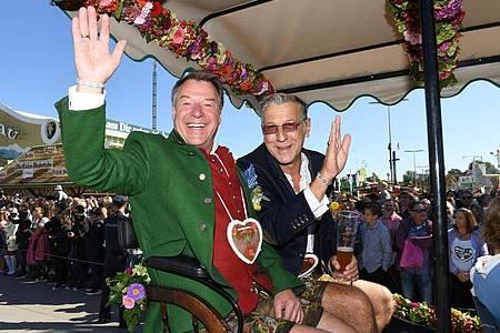 Patrick Lindner (l) und Peter Schäfer haben Ja gesagt. Foto: Felix Hörhager/dpa